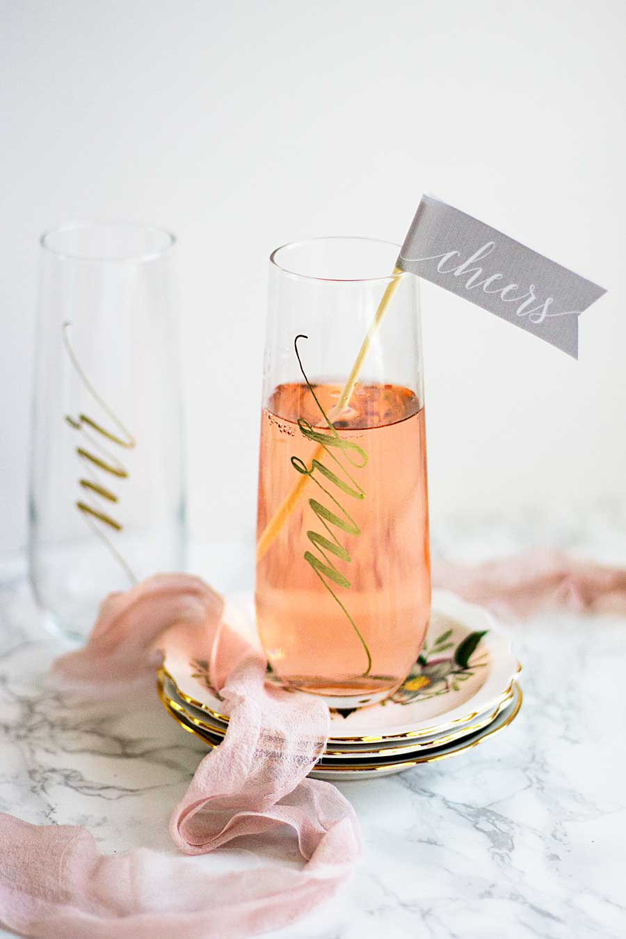Make these fun and festive wedding champagne flutes for your own wedding or to give as gifts to all your friends. All you need are glasses and paint pen! Wedding champagne glasses. DIY wedding champagne flutes. Mr and Mrs champagne glasses.